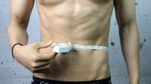 Medir tus niveles de grasa con cinta metrica